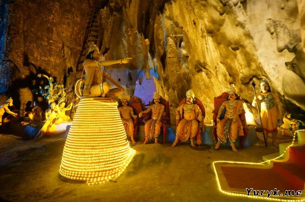 Внутри пещеры Рамаяна