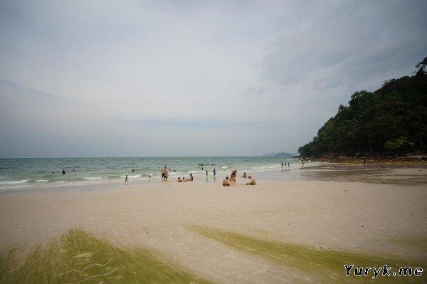 Пляж Pasir Tengkorak на Лангкави