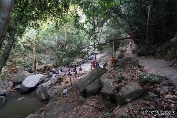 Дорога к водопаду Банг Пэ