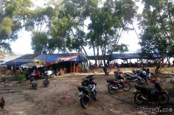 Парковка у пляжа Бай Кхем