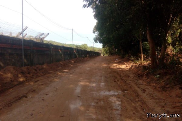 Дорога к пляжу Бай Кхем