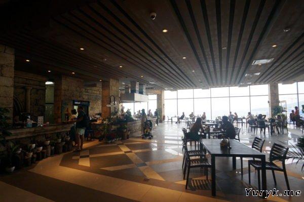 Кафе в здании терминала Hon Thom Cable Cars