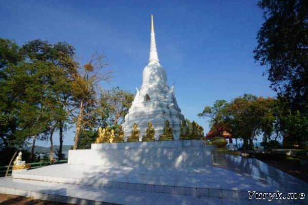 Белая Пагода Лаем Сор на холме